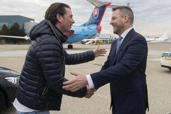 Austrian PM Sebastian Kurz (left) meeting with Slovak PM Peter Pellegrini (right).