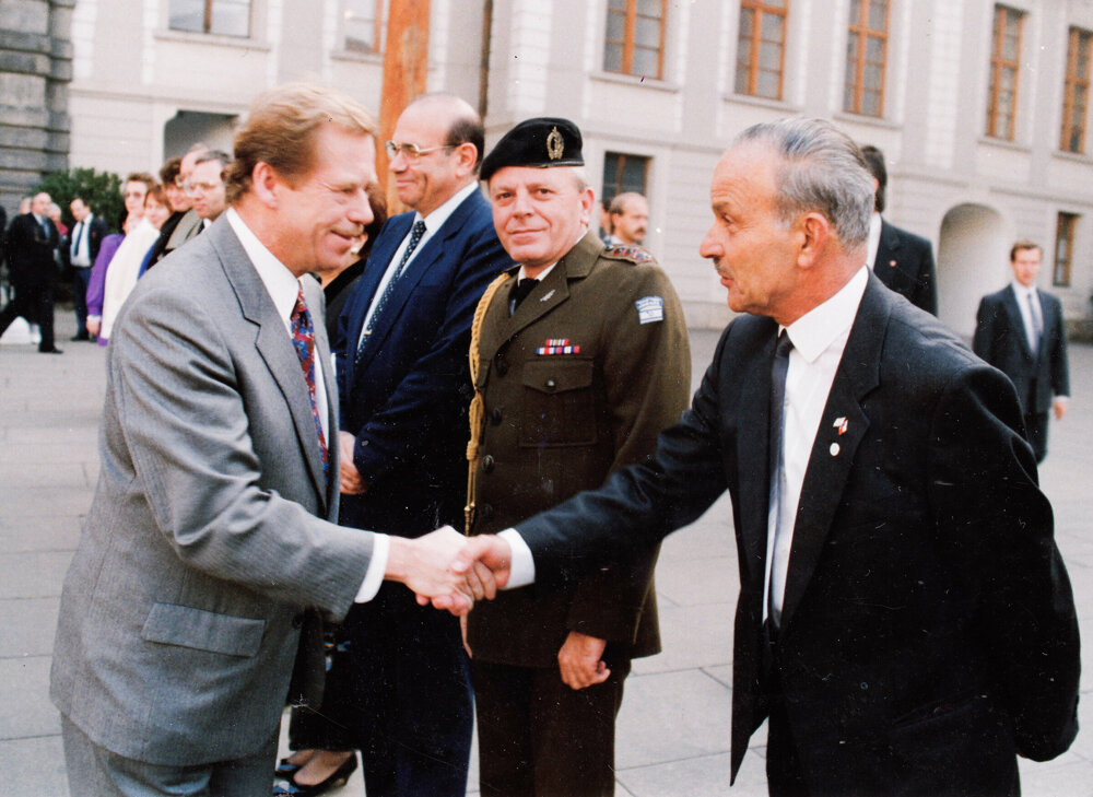 Karol Natan Steiner (right) meets Czechoslovak, later Czech, President Václav Havel (left).