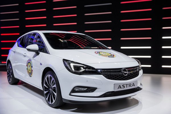 Opel Astra was selected the Car of Year 2015 by Slovak, as well as by European journalists.