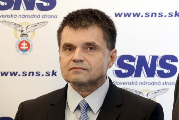 SNS backs its minister Plavčan.