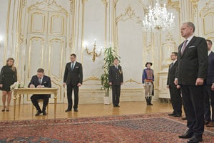 Resignation of government, signed by premier Fico (2nd L)  to the hands of president Kiska (R)
