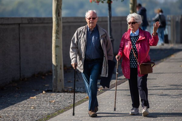 The number of people entitled to the old age pension has increased from 929,000 retirees in July 2009 to 1,077,000 today.