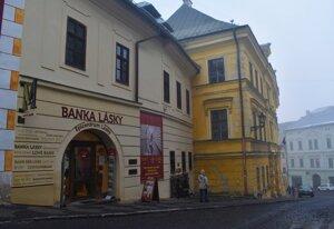 Love Bank in Banská Štiavnica recounts a love story of Marína Pišlová and Andrej Sládkovič.