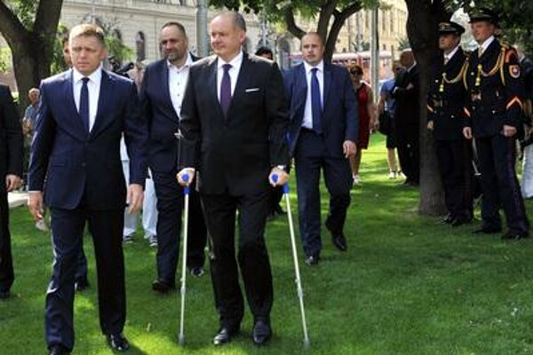 Both PM Fico (L) and President Kiska commented on migrants at the SNP celebrations in Banská Bystrica