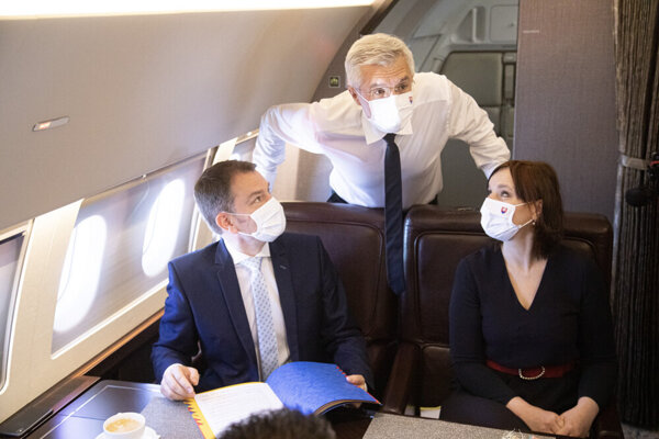 PM Matovič, Deputy PM Veronika Remišová and Foreign Affairs Minister Ivan Korčok on board the flight to Prague for the official visit to the Czech Republic on June 3.