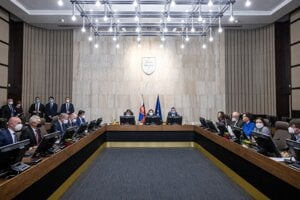 The new cabinet of Eduard Heger held its first session on April 7, 2021.