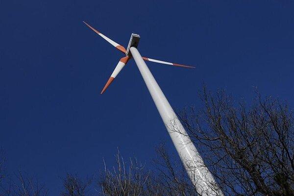 One of four wind turbines near Cerová.