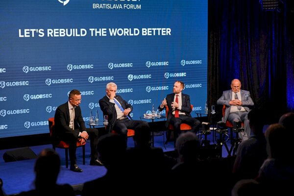 The foreign affairs minister of the V4 countries during the discussion at GLOBSEC Bratislava Forum 2021.