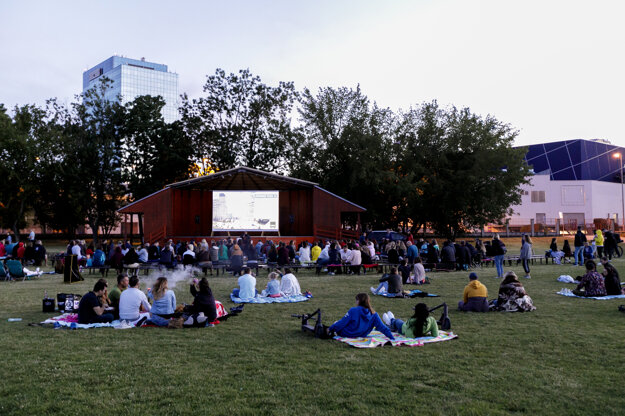 An outdoor cinema by the Kuchajda lake.