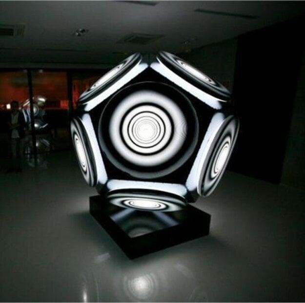 Ašot Haas' kinetic light object 'Pentax'.