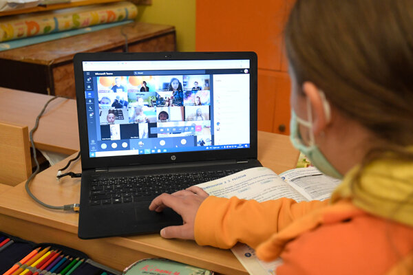 The coronavirus has spread in schools, and some classrooms have already had to switch to remote education.