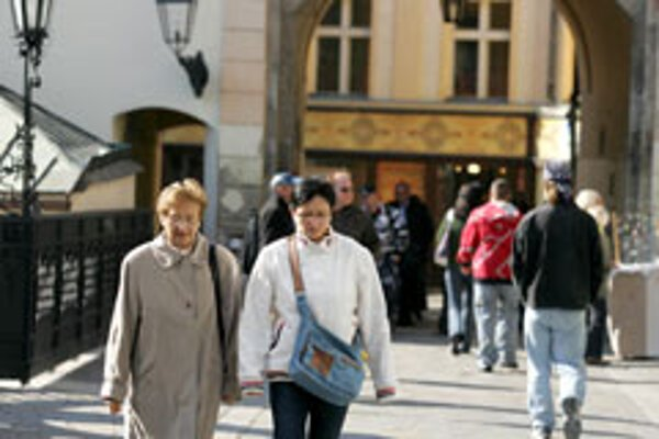 Stay or leave? - Pension savers in the second pillar have six months to decide.