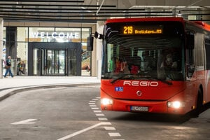 The company Arriva will take over the suburban buses in Bratislava Region, currently operated by Slovak Lines.