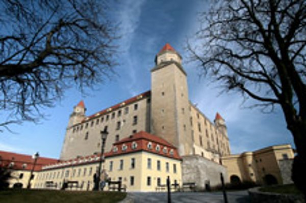 The upper arcades of Bratislava Castle will be removed during the overhaul.