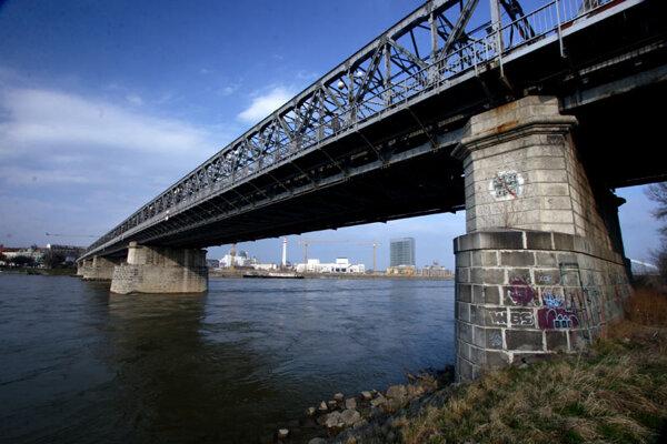 Bratislava's oldest bridge is getting a complete facelift.