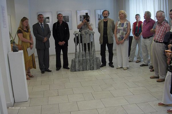 Ivan Rusev (third from the left) attended the opening of an exhibition of his works during the Sculpture and Object project.