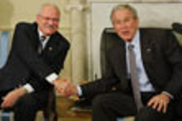 Presidents Ivan Gašparovič and George W. Bush met at the White House on October 9.