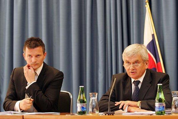 Finance Minister Ján Počiatek (left) and Economy Minister Ľubomír Jahnátek.