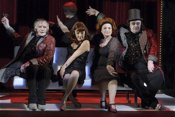 Comédie-Française performs Les Précieuses Ridicules.