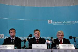 SPP's Bernd Wagner (left), Prime Minister Robert Fico and Economy Minister Ľubomír Jahnátek (right).