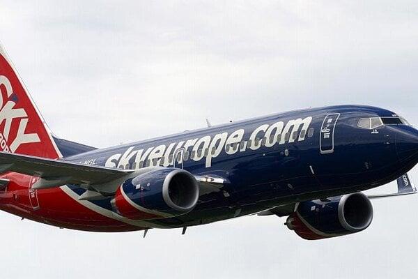 Taking off or throttling down? One of SkyEurope's fleet of Boeing 737s.