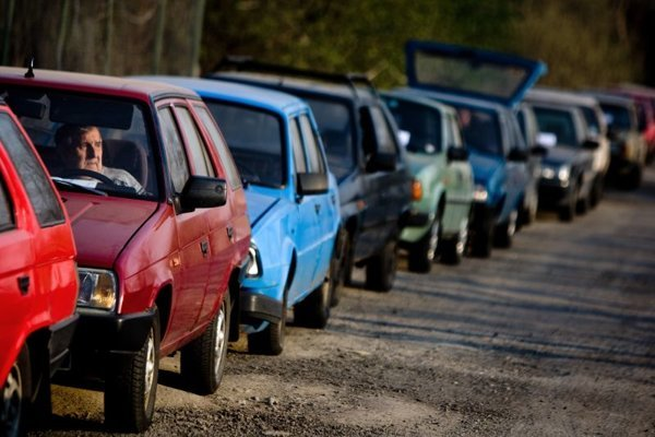 Owners of old cars queued in front of scrapping yards to deliver their old cars and qualified for the car-scrapping bonus.