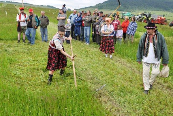 Nosousliks here: Scything to victory in Pohorelá.