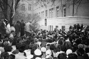 Protesters in Bratislava in 1989 demand freedom for political prisoners.