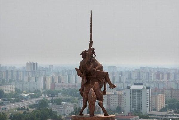 The statue of Svätopluk at Bratislava Castle.