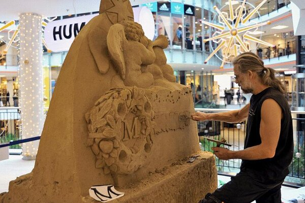 This nativity scene in a Žilina shopping centre was sculpted in sand rather than snow. It was created by two Czech artists, Tomáš Bosambo (pictured) and Radovan Živný.