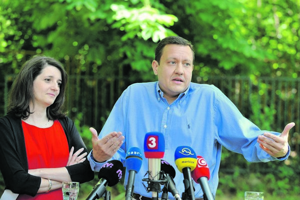 Jana Žitňanská and Daniel Lipšic, announcing that they are leaving the KDH.