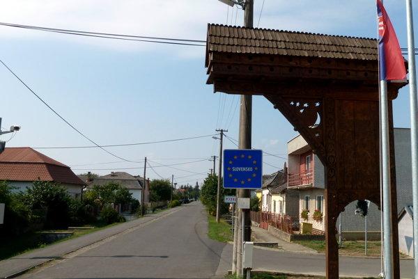 Standing at Slemence border towards Slovakia.