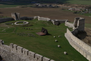 The foundations of a circular stronghold are from the period after 1443.