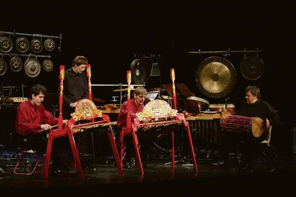 Amadinda, a Hungarian percussion band.