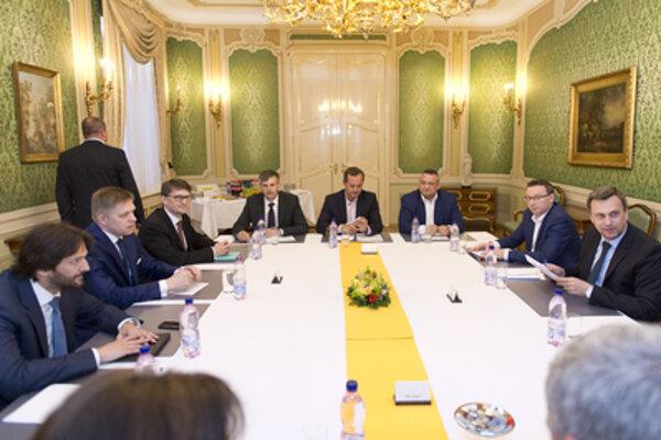 Session of the Coalition Council: Minister Maďarič is 3-L, SNS chairman Danko 1-R