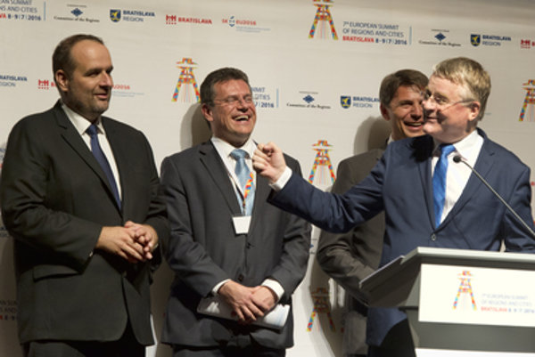 L-R: BBSK governor Pavol Frešo, EC Vice-President Maroš Šefčovič, Bratislava Mayor Ivo Nesrovnal and President of the European Committee of the Regions Markku Markkula