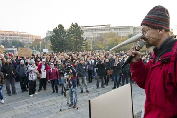 """Branislav Kočan at the """"Long Noses"""" protest of teachers."""