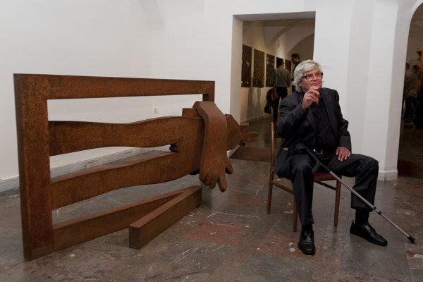 Sculptor Jozef Jankovič and his work.
