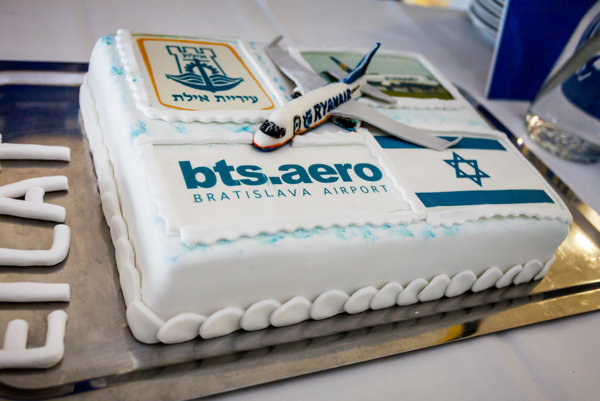 A torte was waiting for passengers from Israel