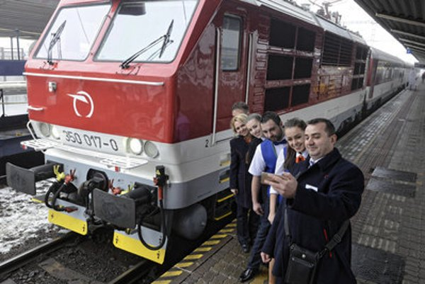 The first IC train Bratislava-Košice leaves festively on renewed service on December 11.