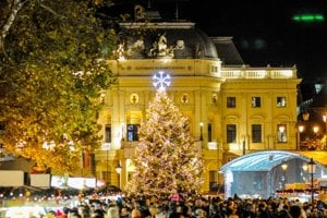 Christmas tree in Hviezdosalvovo Square, Bratislava