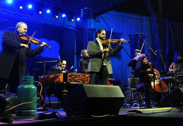 Cigánski diabli band playing a New Year's Eve concert.