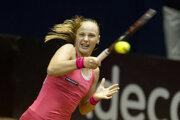 Rebecca Šramková plays against Sara Errani.