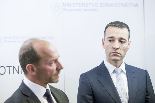 VšZP head Miroslav Kočan (l) and Health Minister Tomáš Drucker (r)