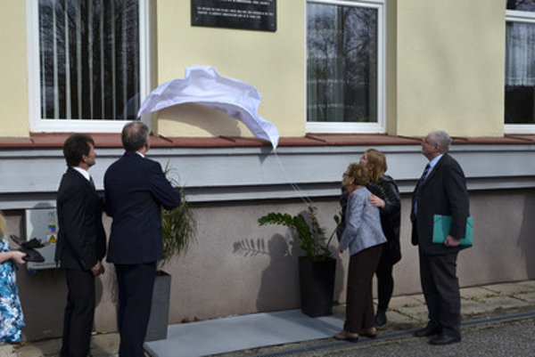 The unveiling of the memorial plaque of the first Jewish transport form Poprad, March 25.