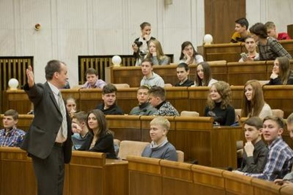 Ukrainian children visiting Slovak parliament