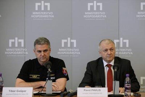 Police Corps President Tibor Gašpar and Economy Minister Pavol Pavlis (from left).
