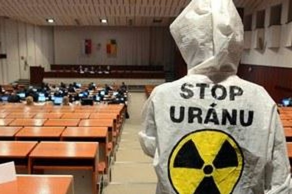 Locals protested against the uranium mining.