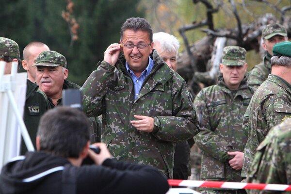 Slvoak Defence Minister Glváč at internaitonal military training Ground Pepper