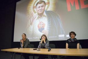 L-R: Producer Ľubica Orechovská, director Tereza Nvotová and producer Zuzana Mistríková at the October 11 premiere of the movie Mečiar.